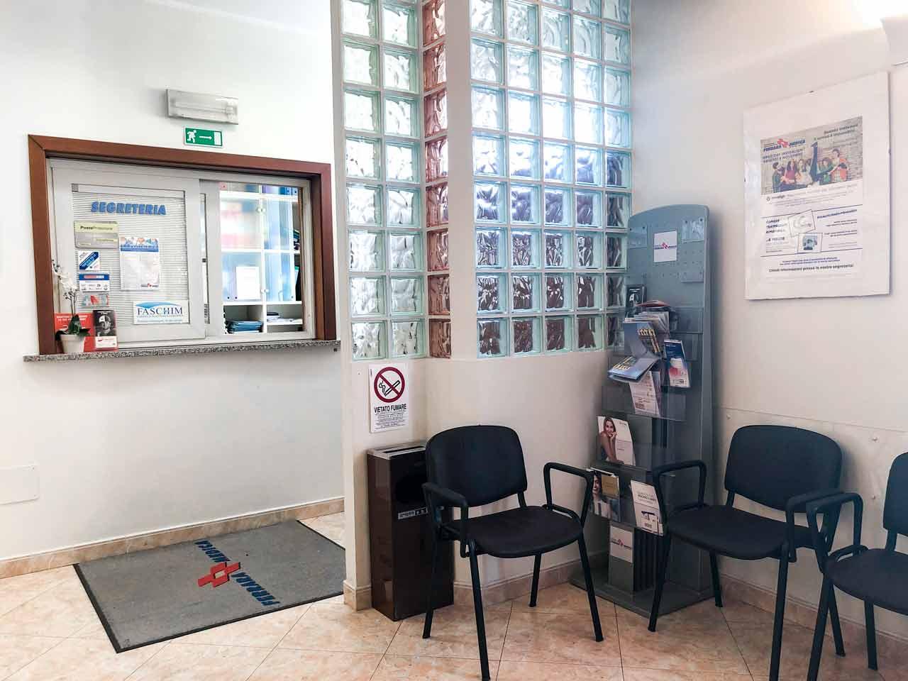 sala-d'attesa-e-segreteria-Ferrara Medica - poliambulatorio specialistico privato a Ferrara (FE)